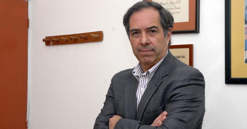 """Dr. Miguel O'Ryan, infectólogo: """"Estamos mejor preparados que otros países"""""""