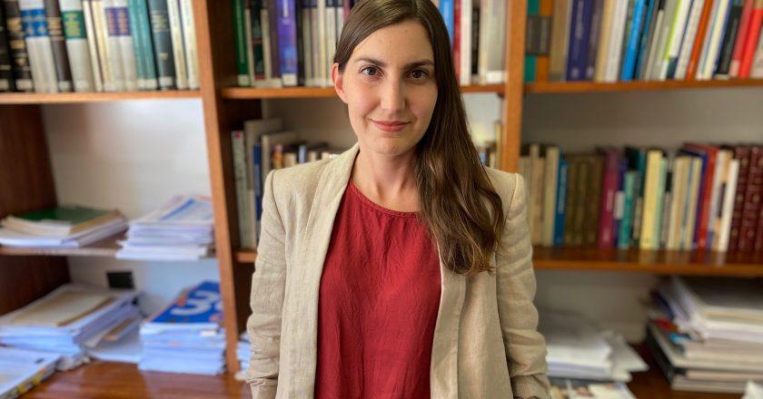 """Tania Villarroel Oyarzún, directora de Estudios de Acción Educar: """"Sólo 16% de los estudiantes termina su carrera en el plazo previsto"""""""